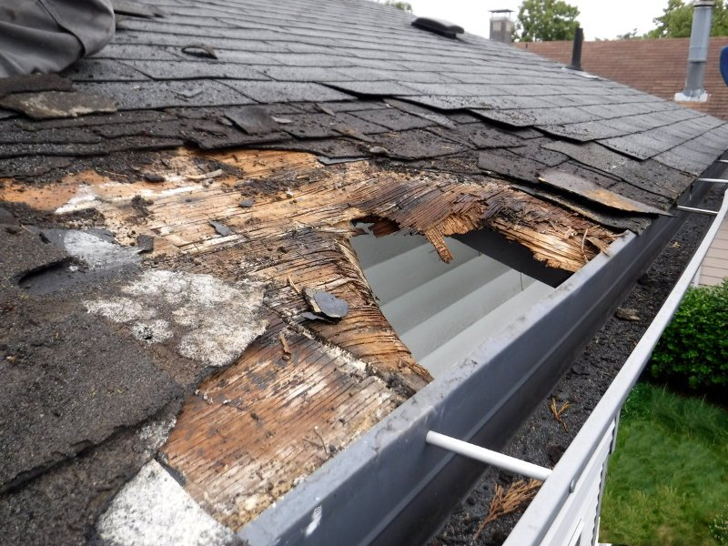 causes of roof leak